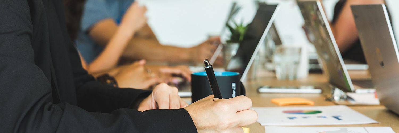 Werknemer met stress en burnout